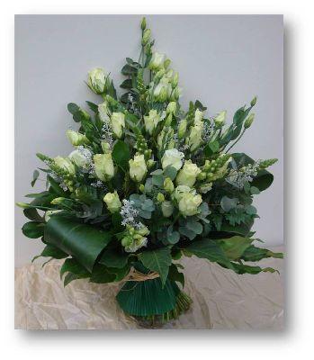 Grafboeket witte rozen
