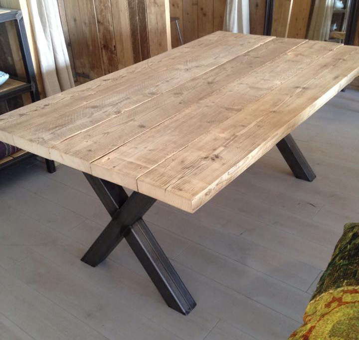 Industriele eettafel finn houten binnen buitentafel 220 x 98cm - Eettafel en houten eetkamer ...