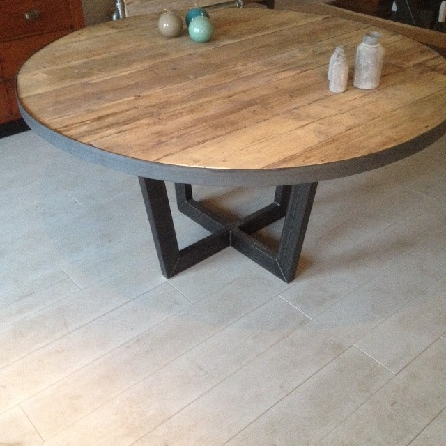 Ronde houten Eettafel Senn (massief houten tafel) met pluspoot! 140CM