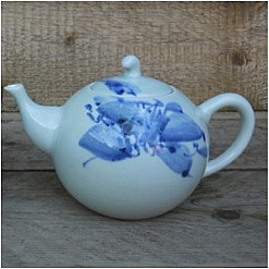 Blue Shanghai White<br />China Blue theepot</p>