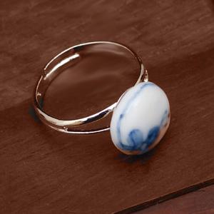 Zhao Dao<br />ring met blauwe bloemen</p>