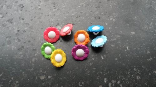 http://myshop-s3.r.worldssl.net/shop3783300.pictures.Knoopjebloemkleur.jpg