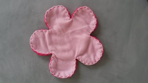 Haakpatroon knuffeldoekje bloem met bij