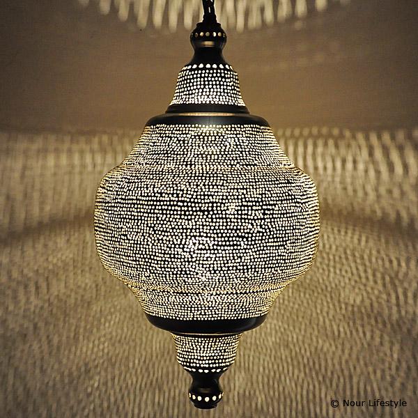 arabische hanglamp basha gesloten verzilverde hanglamp met gaatjes motief handgemaakt in. Black Bedroom Furniture Sets. Home Design Ideas