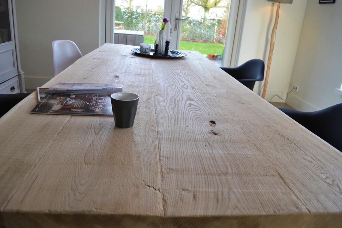 <h2>Eiken boomstamtafel Oude Stijl Eigenzinnig</h2>