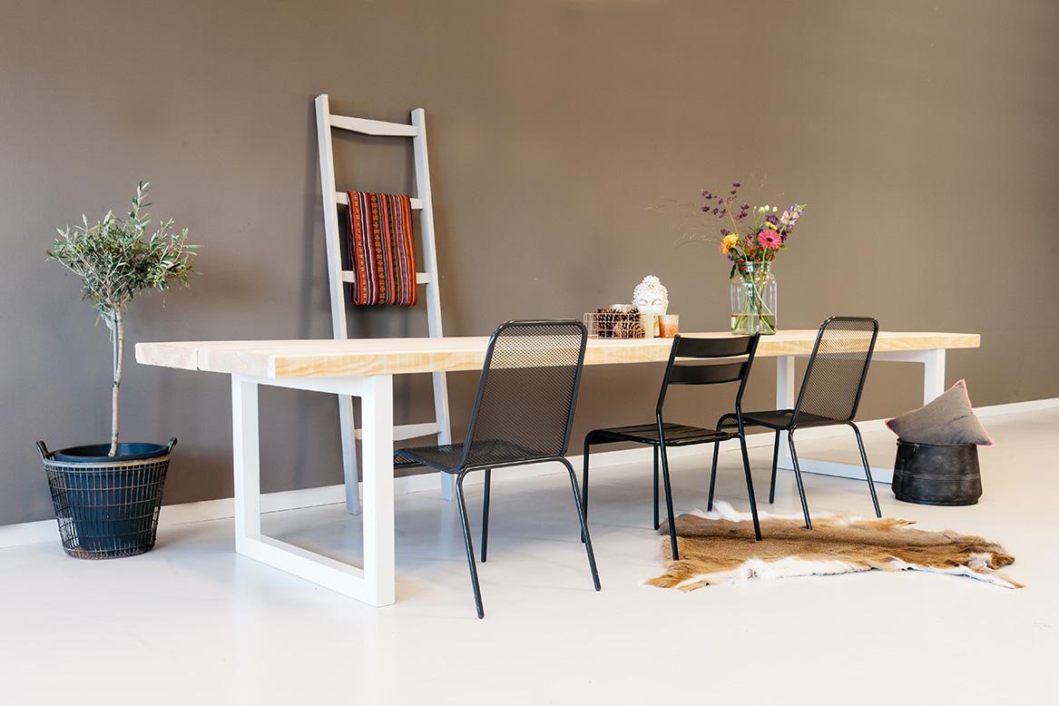 https://myshop-s3.r.worldssl.net/shop2329900.pictures.houten-tafel-gracieus-particulier-plf.jpg