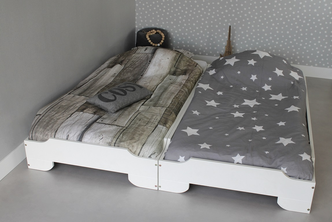 <BIG><B>STAPELBAAR BED TWINS 90x200</B></BIG><br />(2 bedden in dekkend wit massief grenen + 2x gratis lattenbodem)