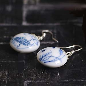 Zhao Dao<br />oorbellen in blauw wit</p>